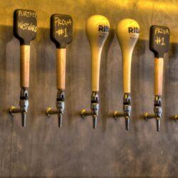 Tiradores de cerveza personalizados