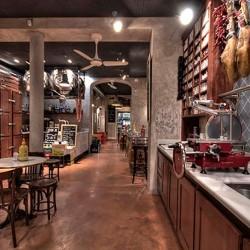 Diseño de bar Bodega con barra abierta
