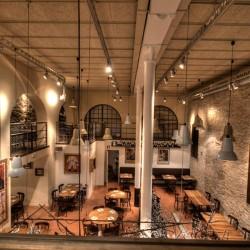 Decoración Restaurante Bodega La Puntual la altura del salón es de 6 metros 02