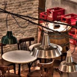 detalle de lámparas Decoración Restaurante Bodega La Puntual