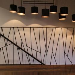 Detalle d ela barandilla realizada con hierros de la construcción