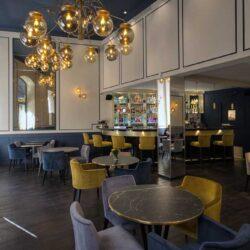 También nos sentimos cómodos diseñando ambientes sofisticados y modernos.