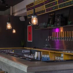 Nos especializamos en diseñar y montar grandes barras para bares cerveceros.