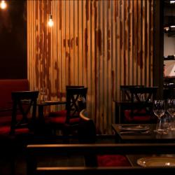 Reforma restaurante Vandal detalle revestimiento de chapa
