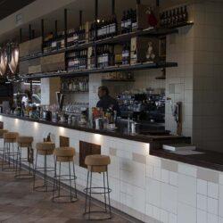 parrilla se encuentra a vista de todos los clientes y se puede interactuar con los parrilleros. Restaurante Bovino Gijón