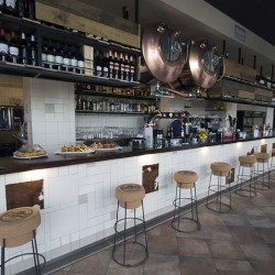 Vista barra pachwork restaurante BOVINO GIJON Da2 Arquitectura