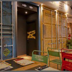 Decoración restaurante Los soprano acceso a los baños