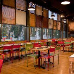Vista general del salón superior de la pizzería Los Soprano