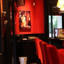 Utilizamos tonos rojos y negros para la decoración
